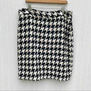 WHBM wool blend houndstooth pencil skirt